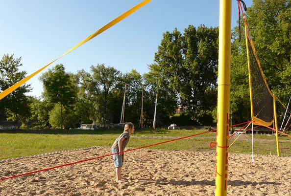 Volleyballplatz auf dem Campingplatzgelände © Wassersportzentrum Alte Feuerwache