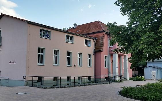 Haupthaus 69 Betten und Gewölbe mit 19 Betten