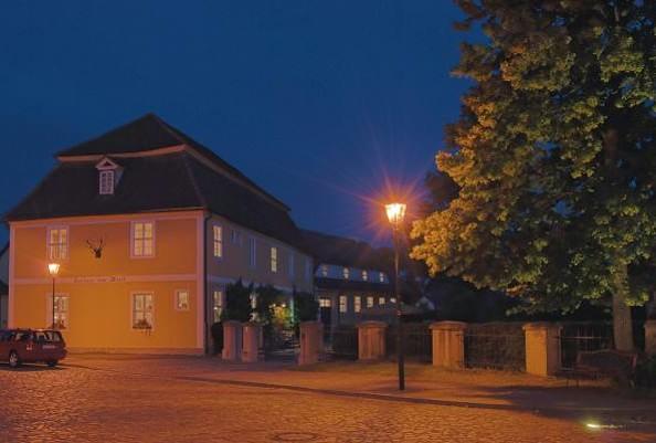 """Historischer Gasthof """"Zum Hirsch"""" in Fürstlich Drehna - bei Nacht"""