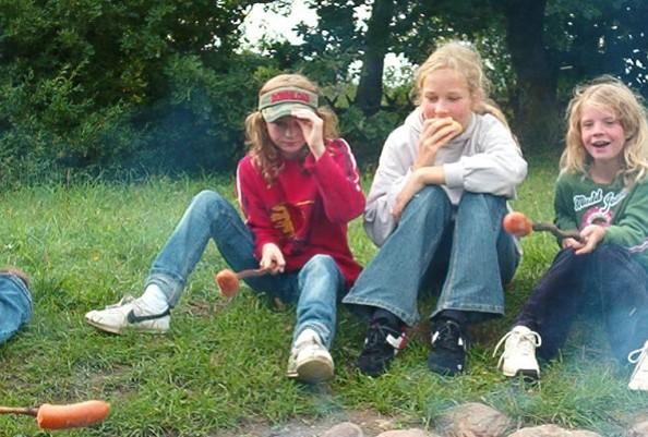 "Kinder am Lagerfeuer © Thomsdorf ""Sommerland"""