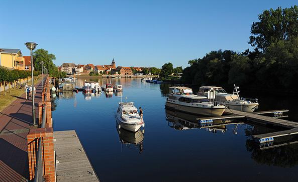 Yachthafen Havelberg - im Hintergrund die Altstadtinsel © Christin Drühl