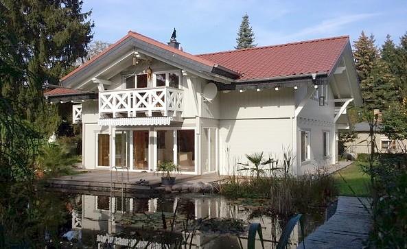 Ferienhaus Schweizerhaus, Außenansicht vom Gartensee © Ferienhaus Schweizerhaus
