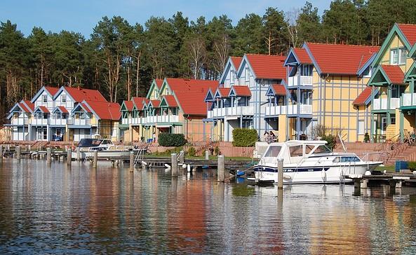 Außenansicht des Hafendorfes © SARCON Hafendorf Rheinsberg
