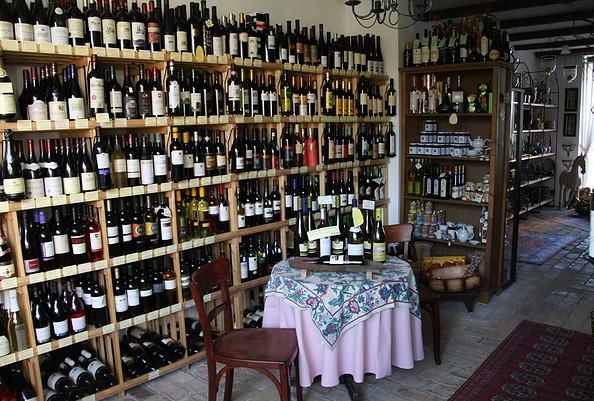 Ziegelhof. Vinothek & Kräuterei - Im Weinladen, Foto: Baude