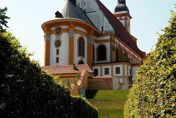 Stiftskirche von Osten, Foto: Dr. Martin Salesch