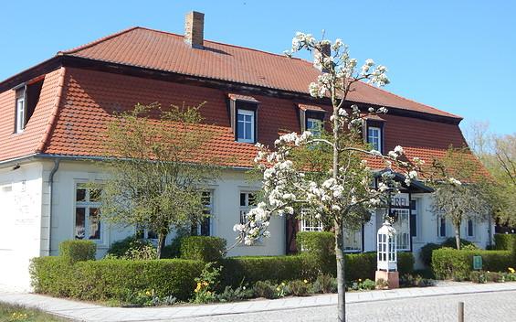 """Hotel Alte Försterei Kloster Zinna - Schankstube """"12 Mönche"""", Hofterrasse, Friedrichs Stuben, Festsäle"""