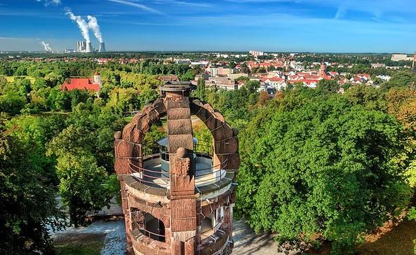 Bismarckturm mit Sicht auf Spremberg, Foto: Rainer Weisflog