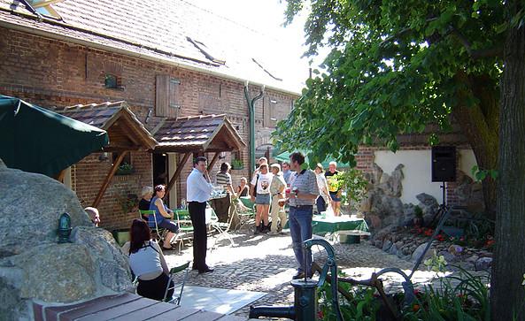 """Gashaus """"Zur Oase"""" - Biergarten, Foto: A. Schild"""