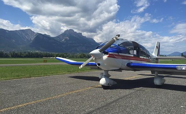 "Flugschule ""Hans Grade"" - Ausbildungsflugzeug Robin400 DEHGV"