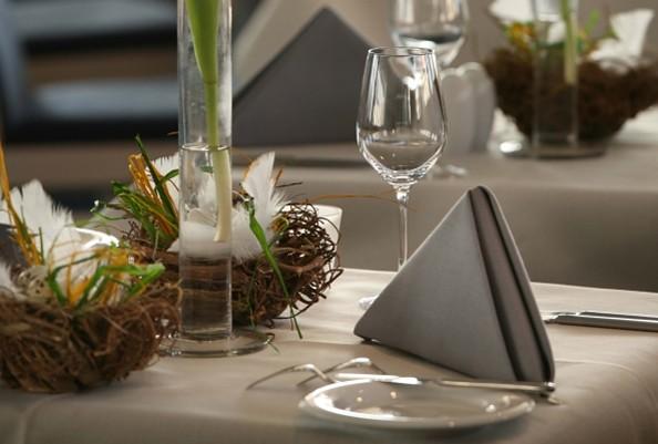 Gedeckter Tisch im Restaurant Luv & Lee, Foto: Maritim Hafenhotel Rheinsberg
