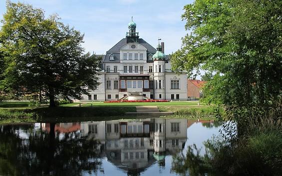 Schloss und Park Uebigau