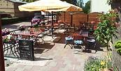 """Blick auf die Terrasse, Foto: Hotel & Restaurant """"Oma´s Speisekammer"""""""