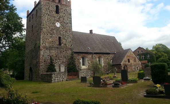 Südseite der Börnicker Dorfkirche, Foto: Pfarrerin Werstat
