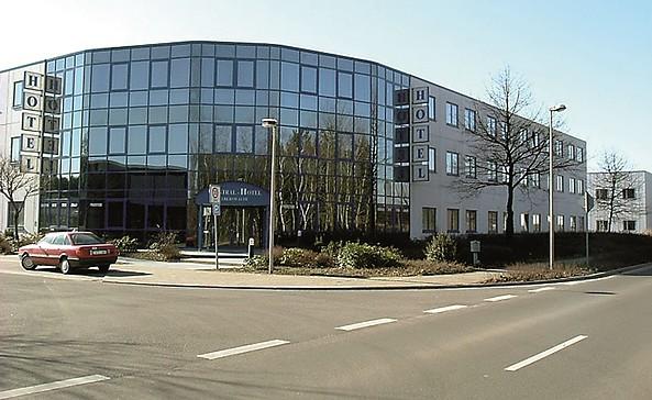 Frontansicht Central-Hotel, Foto: Birgit Ribbe