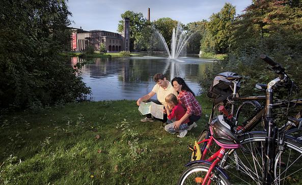 Radlerfamilie am Amtsteich, Foto: CMT Cottbus