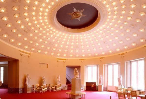 Staatstheater Cottbus - Großes Haus am Schillerplatz mit Blick ins Kuppelfoyer, Foto: Marlies Kross, Theaterfotografin