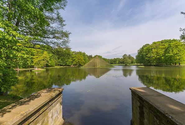 Tumulus im Schlosspark Branitz, Foto: TMB-Fotoarchiv/Steffen Lehmann