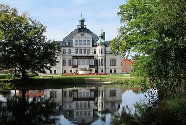 Schloss und Park Uebigau, Foto: Parkaktiv