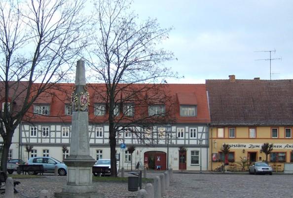 Die Postmeilensäule in Uebigau-Wahrenbrück, Foto: Stadt Uebigau-Wahrenbrück