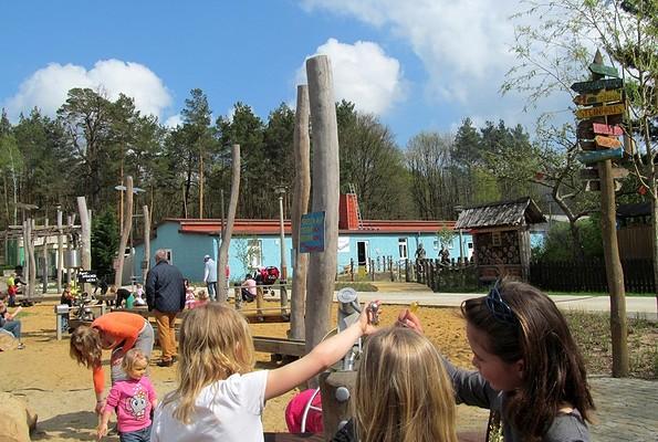 Spielen und Lernen am Wasserwald