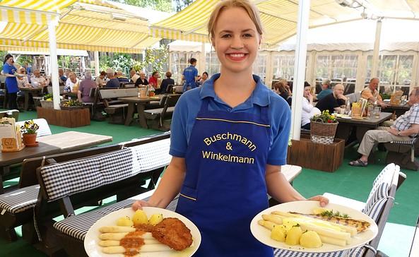 Spargel wird serviert, Foto: Buschmann & Winkelmann GmbH