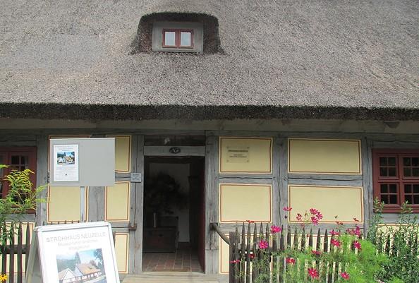 Strohhaus Neuzelle - Eingangsbereich, Foto: TMB-Fotoarchiv/H.Walter