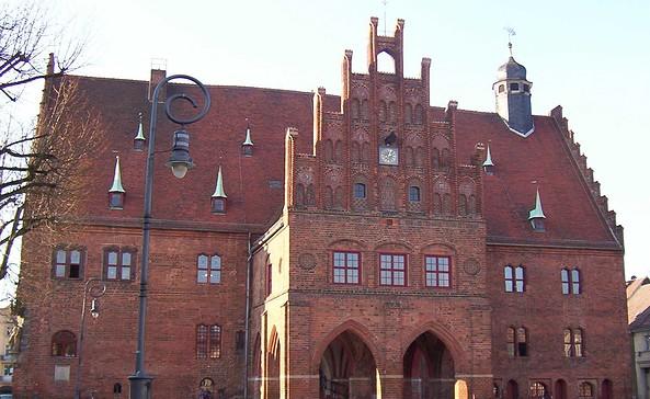 Rathaus Jüterbog mit Gerichtslaube, Foto: Stadt Jüterbog