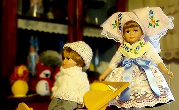 Sorbische Trachtenpuppen der Trachtenstickerei Dziumbla, Foto: Trachtenstickerei Dziumbla