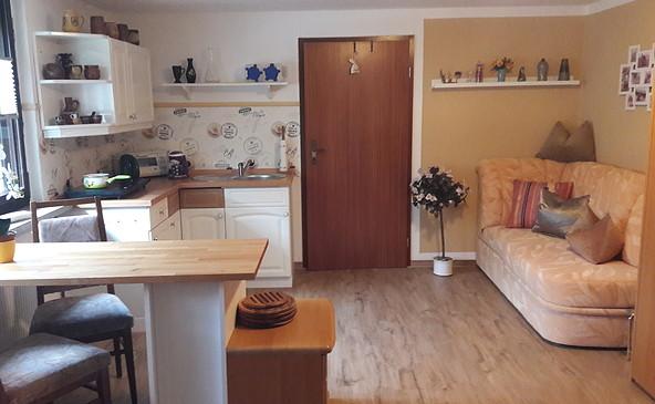 Wohnzimmer mit Kochnische in einer der Ferienwohnung Janik in Eichhorst, Foto: Fam. Janik