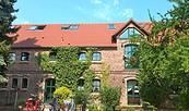 Fliederhof Syring - Seitenansicht, Foto: A. Tischer, TVF