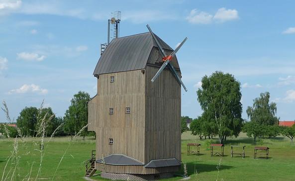 Paltrockwindmühle Oppelhain (Die Mühle hat zur Zeit keine Flügel, diese wurden 2013 bei einem Sturm zerstört), Foto: Tourismusverband Elbe-Elster-Land