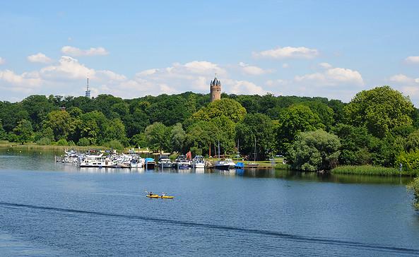Potsdamer Seesportclub e.V. - unterhalb des Flatowturms und des Schlossparks Babelsberg - © Christin Drühl