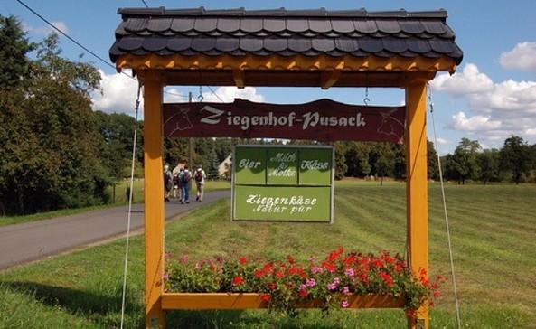 Ziegenhof Pusack - Hofeingang