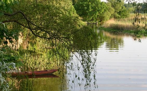 """3. Etappe """"66-Seen-Wanderweg"""": Wasser, Wald und Weite"""