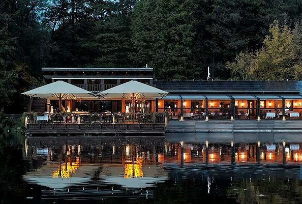 Restaurantansicht am Abend, Foto: Gasthaus am Boddensee GmbH