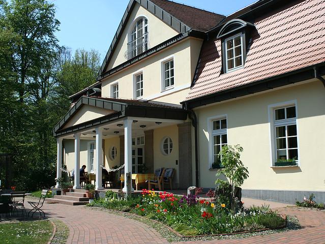 Landhaus Frühlingsbild