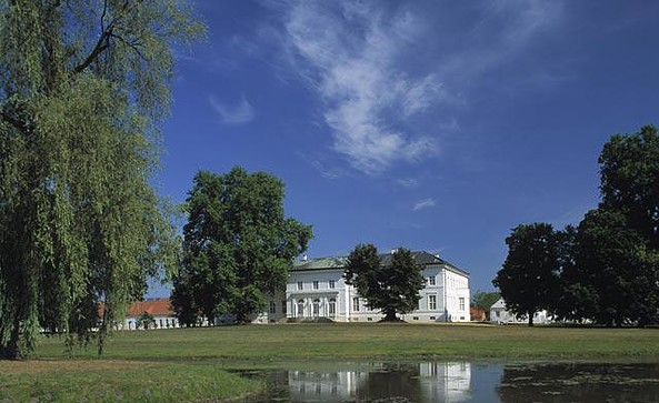 Park mit Ansicht Schloss Neuhardenberg