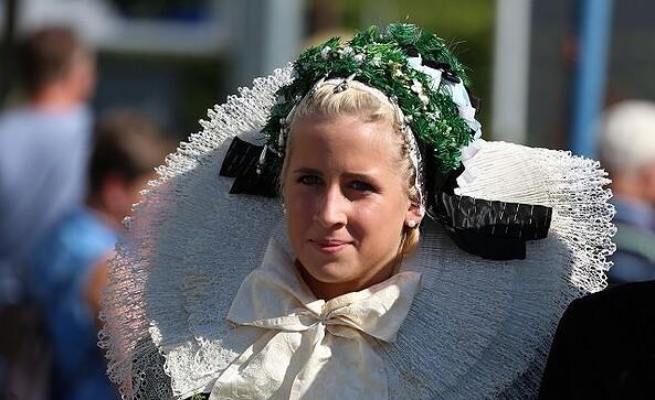 Braut Kopfschmuck; Foto: Reinhard Klamt